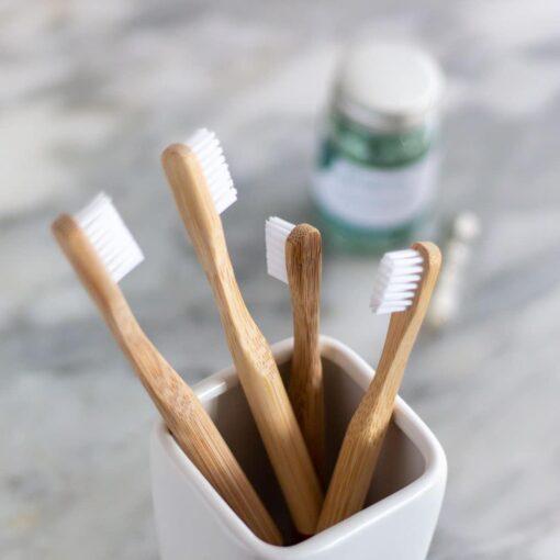 cepillos de dientes ecológicos de bambú