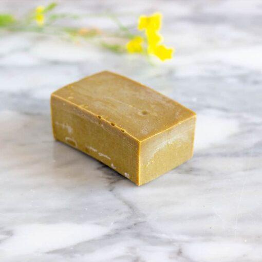 Champú sólido de alfalfa para cabellos secos