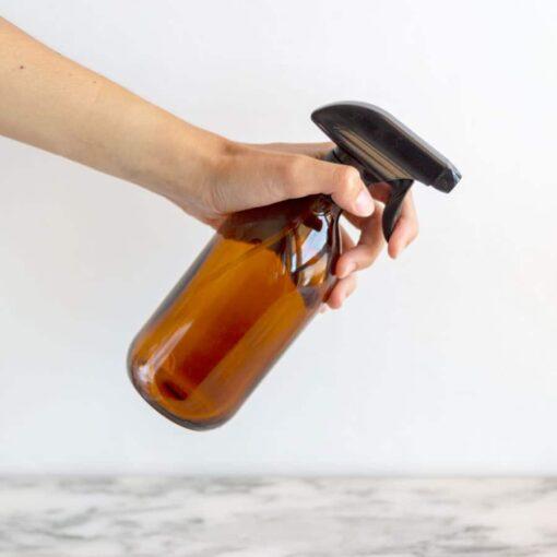 Botella de vidrio con pulverizador ámbar