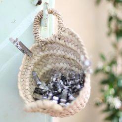 cesto de mimbre con pinzas de acero Pincinox