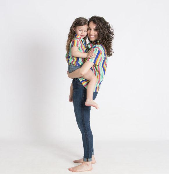 madre e hija iguales<em>camisa</em>rayas_dos