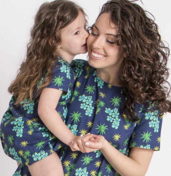 madre e hija iguales<em>vestido</em>anemonas_beso
