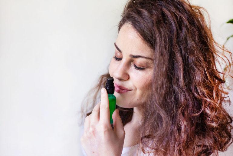 Cómo mantener el cabello más suave e hidratado en verano por Thania Moreira