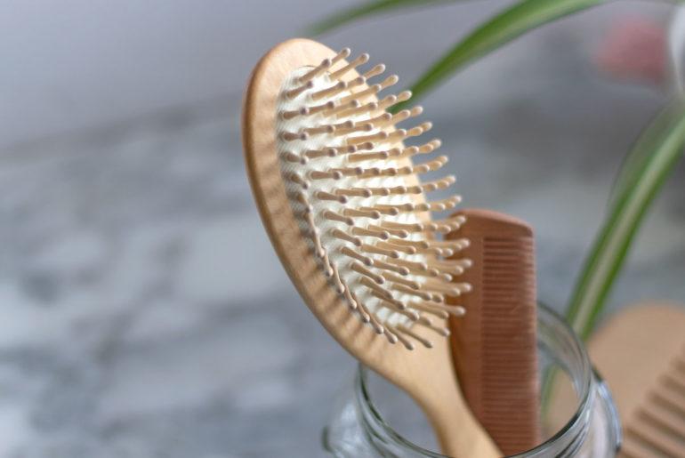 Beneficios del cepillo de madera para el cabello