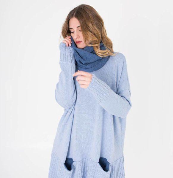 Moda-sostenible-Irema-Slow-Fashion-cuello-lana-reversible-estampado-azul