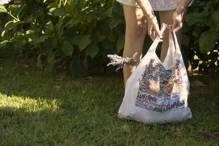 DIY una bolsa de tela a partir de una camiseta