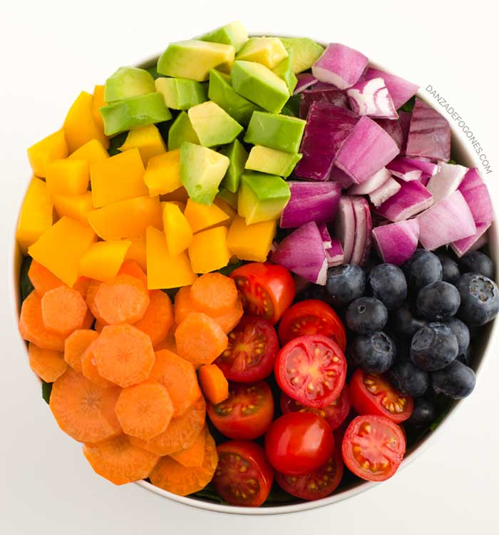 Ensalada arcoíris con aliño bajo en grasas #vegano