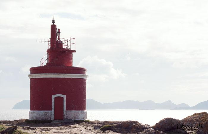 Un paseo por la costa da Vela . Faro de Punta Robaleira